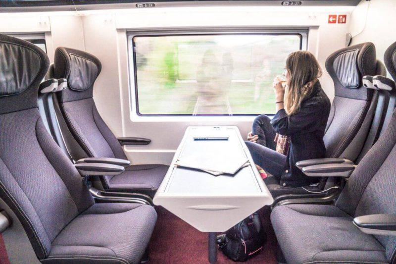 Perierga.gr - Πώς μοιάζει να ταξιδεύεις στην πρώτη θέση ενός τρένου;