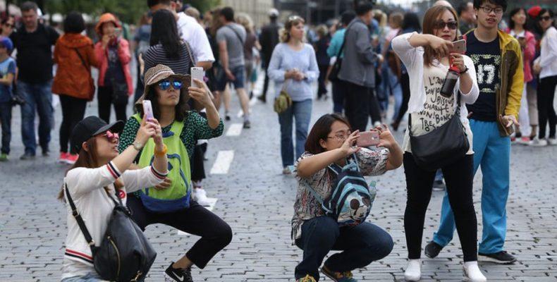 Perierga.gr - Πόσοι είναι οι τουρίστες και πόσοι οι ντόπιοι;