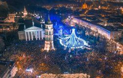 Perierga.gr - Το χριστουγεννιάτικο δέντρο του Βίλνιους θυμίζει πιόνι από σκάκι