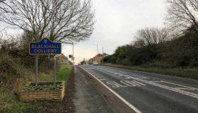 Perierga.gr - Βρετανία: Λύθηκε το... μυστήριο με τα χαρτονομίσματα που έβρισκαν στον δρόμο κάτοικοι χωριού