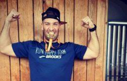 Perierga.gr - Άνδρας έτρεξε μαραθώνιο σε ένα μικρό μπαλκόνι