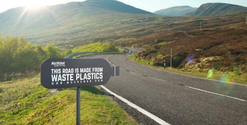 Perierga.gr - Εταιρία μετατρέπει πλαστικά μπουκάλια σε δρόμους!