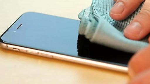 Perierga.gr - Πως να απολυμάνετε σωστά το κινητό σας