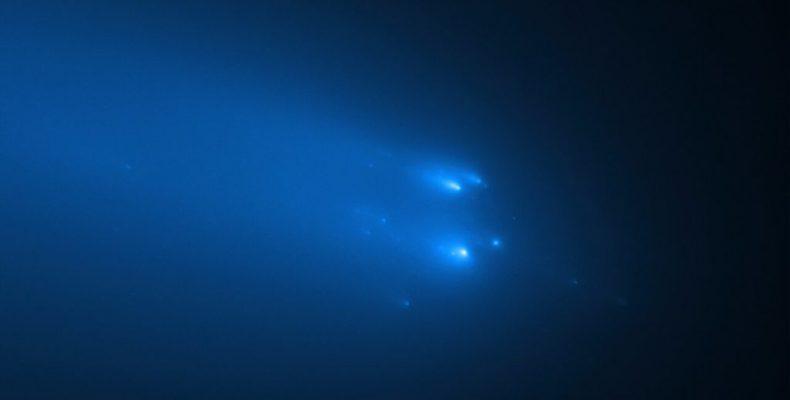 Perierga.gr - Ο κομήτης «Άτλας» διασπάται σε κομμάτια όσο πλησιάζει τη Γη