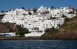 Perierga.gr - Ξενοδοχείο που χρειάστηκε 36 χρόνια για να χτιστεί