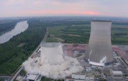 Perierga.gr - Εντυπωσιακό βίντεο: Κατεδάφιση δυο αντιδραστήρων στη Γερμανία σε δευτερόλεπτα