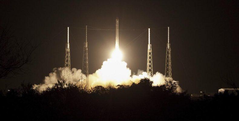 Perierga.gr - Κινεζικό διαστημικό «σκουπίδι» βάρους περίπου 18 τόνων κατέπεσε στη Γη