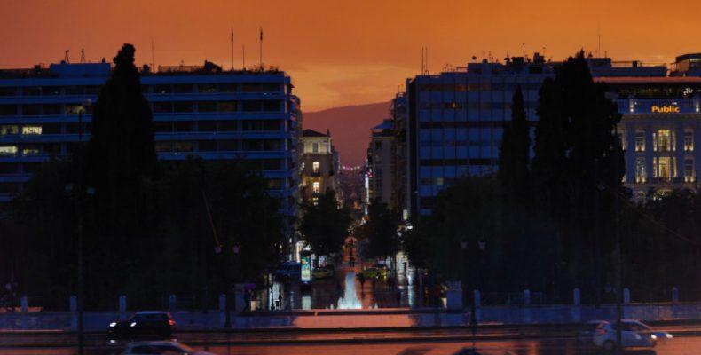 Perierga.gr - Εκπληκτικό βίντεο από τη χθεσινή καταιγίδα στην Αθήνα την ώρα της δύσης του ηλίου