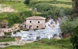 Perierga.gr - Οι φυσικές πισίνες με τα ζεστά νερά στην παρθένα εξοχή της Τοσκάνης