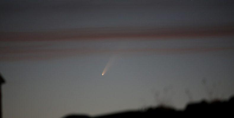 Perierga.gr - Ο κομήτης Νeowise πάνω από τα Μετέωρα