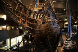 Perierga.gr - Το σχεδόν τέλεια διατηρημένο πολεμικό πλοίο του 17ου αιώνα και τα παγωμένα νερά της Βαλτικής που βοήθησαν να μην καταστραφεί