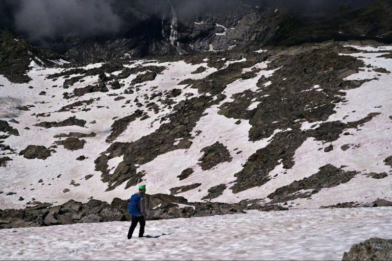 Perierga.gr - Το χιόνι στις Άλπεις έγινε ροζ!
