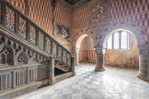 Perierga.gr - Στο εσωτερικό εγκαταλελειμμένου κάστρου του 20ου αι. στην Ιταλία