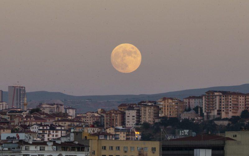 Perierga.gr - Μαγευτικές εικόνες από την αυγουστιάτικη πανσέληνο από την Ελλάδα και τον κόσμο